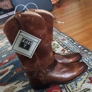 NWT Frye classic leather boots